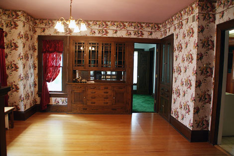 pink wallpaper room. Interesting design room